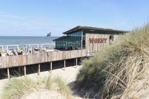 Zon Zee Strand - restaurant WOEST Puur Genieten aan het strand 19.50.44